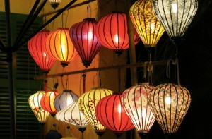 Sorry for the volume of lantern photos - but they're so darn PRETTY.